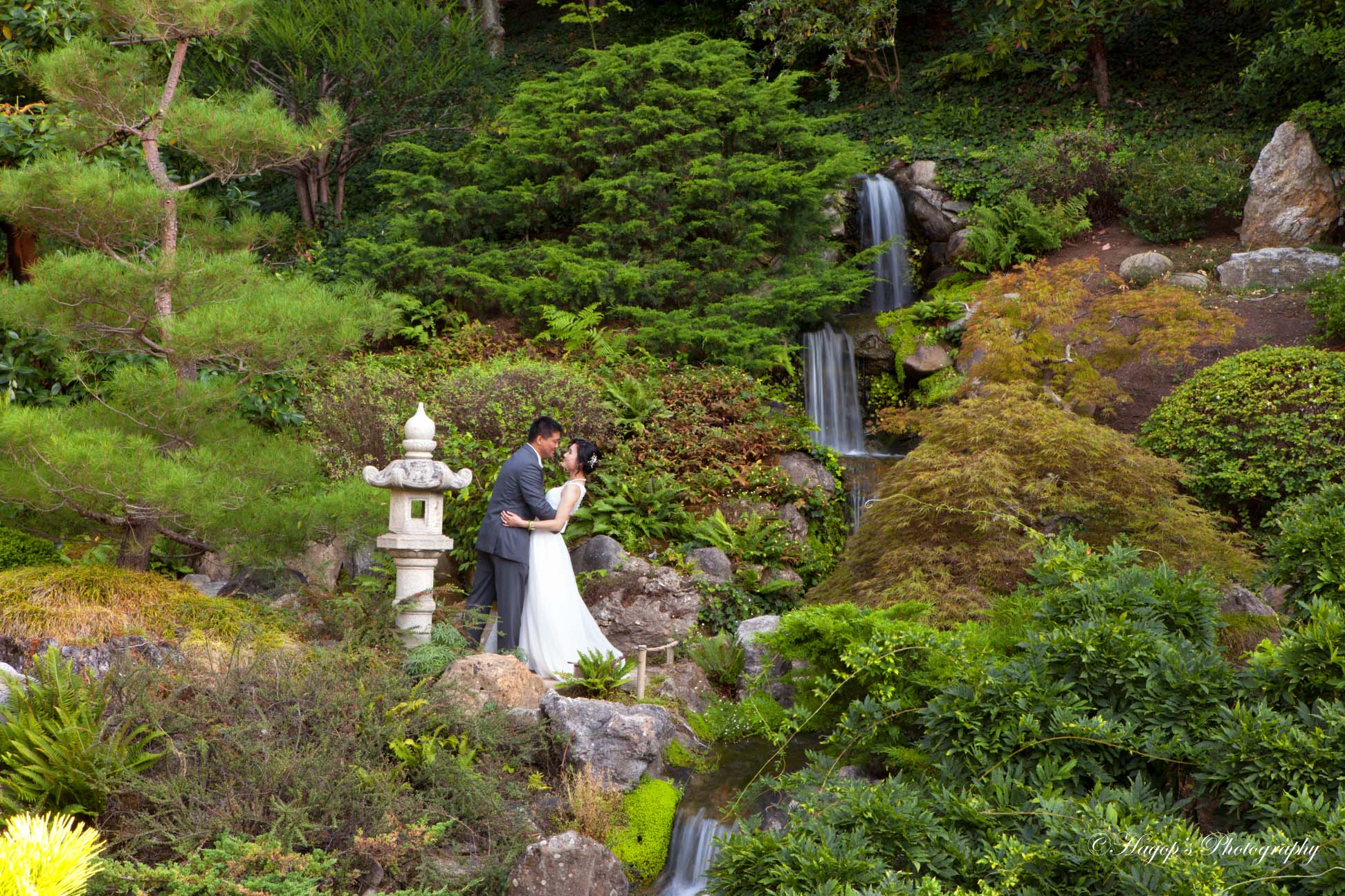 bride and groom at the hakone garden