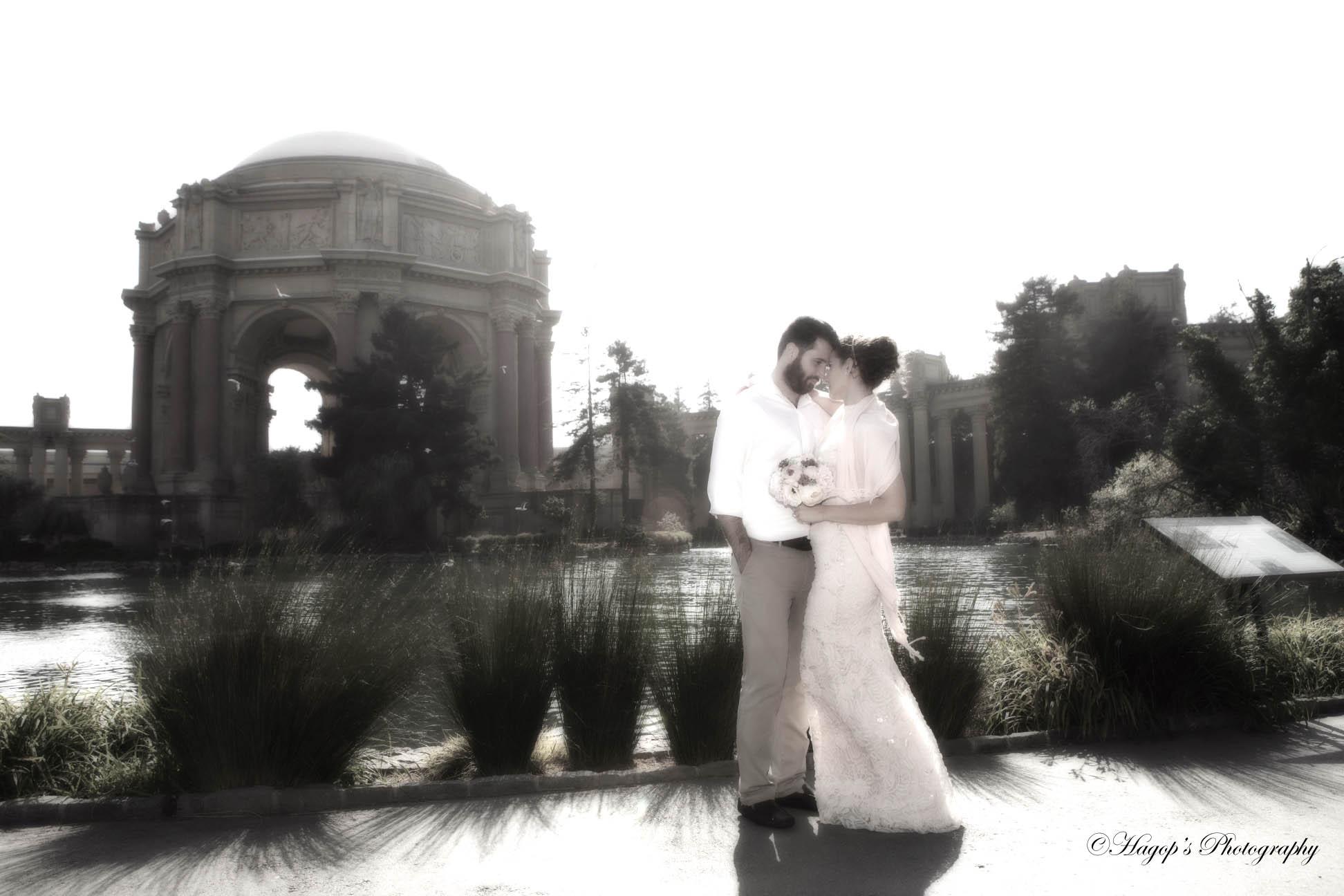 b&g romantic photo at the palace of fine arts