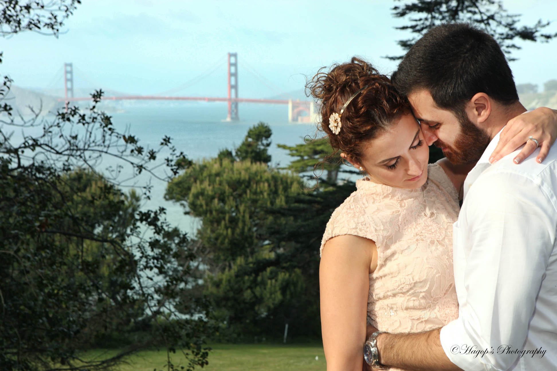 romantic photo with the golden gate bridge in the background