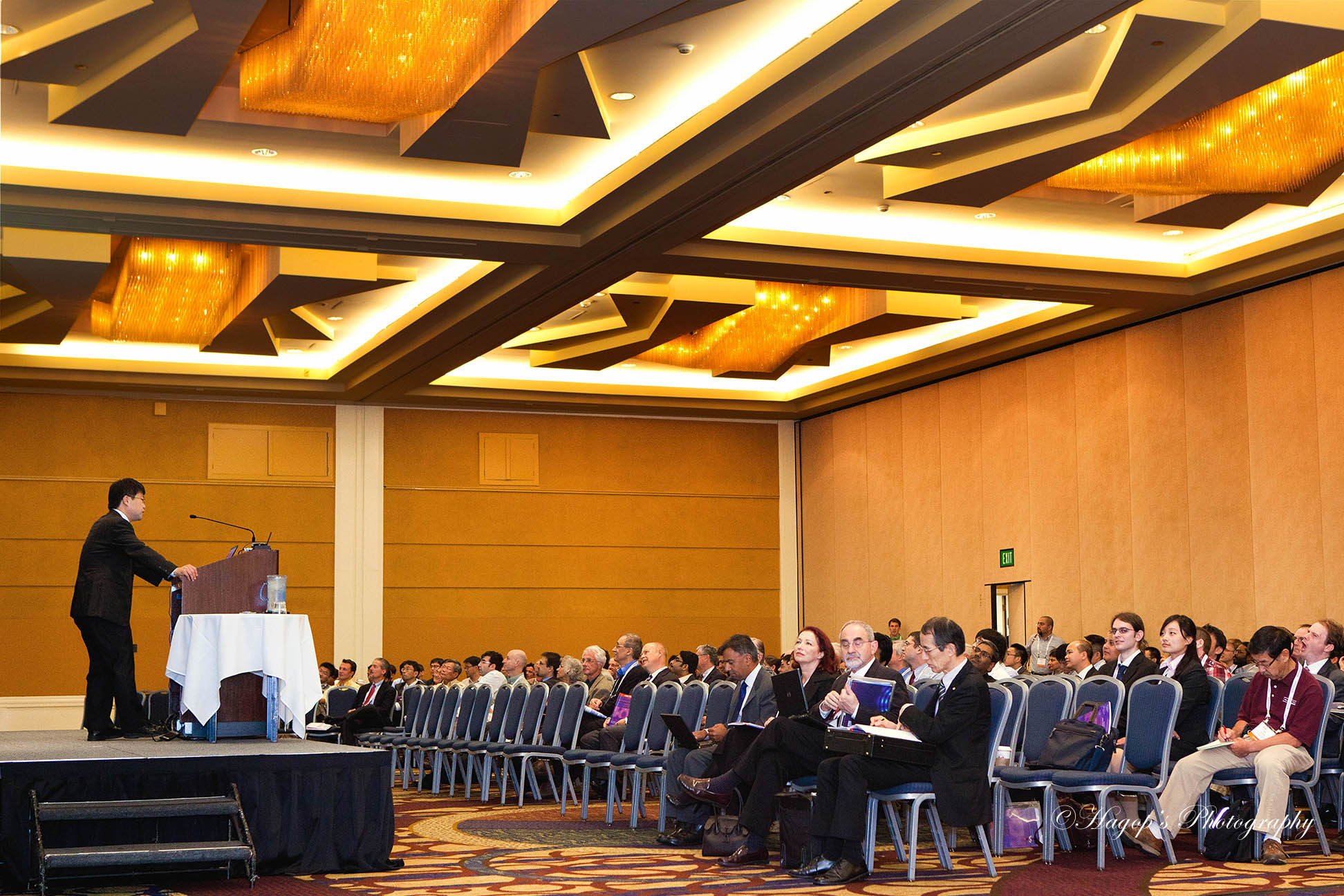 keynote speaker presenting to the attendees of the conference