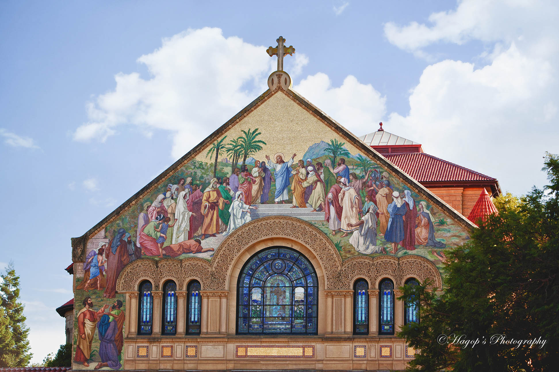 the front of the memorial church in palo alto