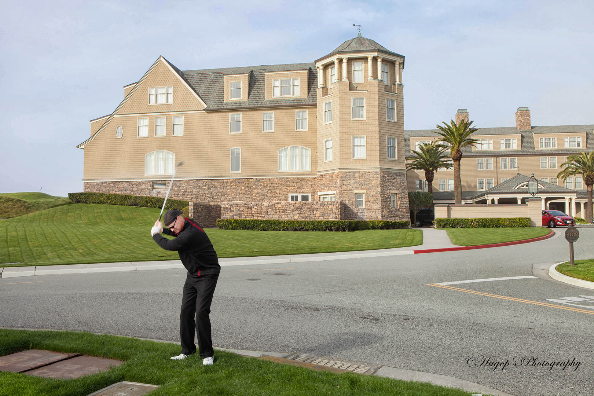 golfer in front of the ritz carlton hotel in hmb