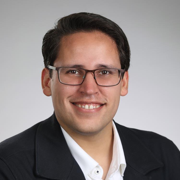 male linkedin profile photo